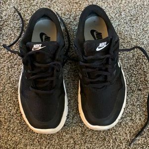 Nike orive tennis shoes black